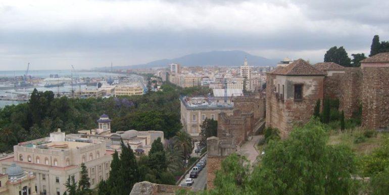 Blick von der Alcazaba auf den Hafen von Malaga